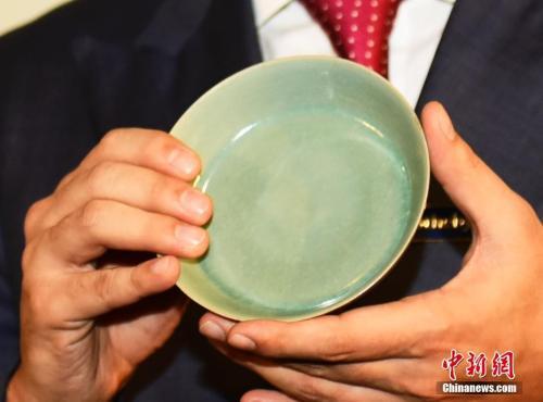 资料图:北宋釉洗2亿9千万港元拍卖 刷新中国瓷器世界纪录。中新社记者 徐冬冬 摄