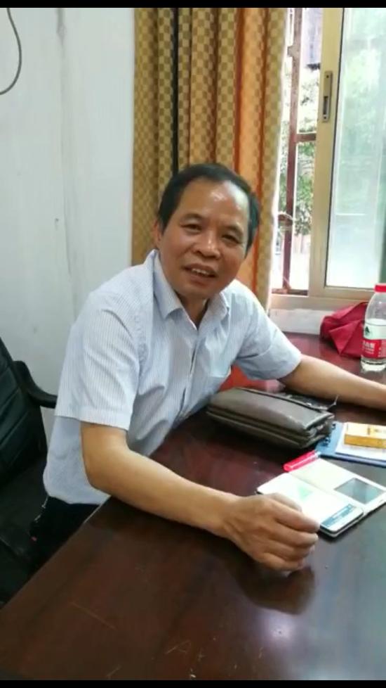 视频:衡阳交警被指碰瓷执法 当事车主录视频道歉引