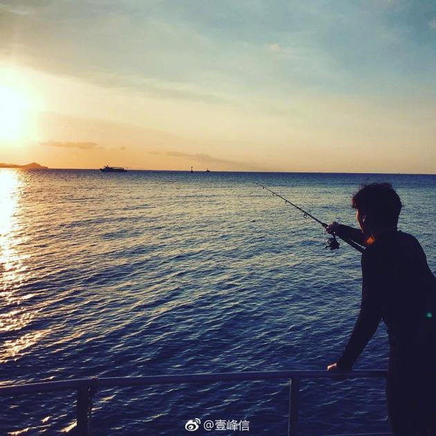 李易峰海上钓鱼超惬意