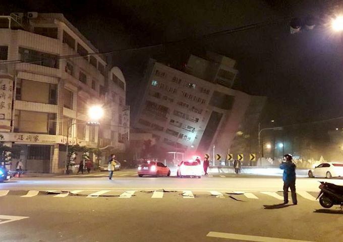 台湾发生6.5级地震 直击最新救援现场