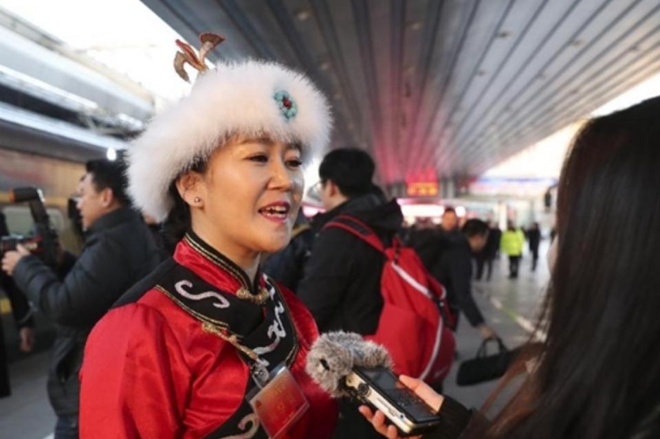 直播回顾:首批京外全国人大代表抵京