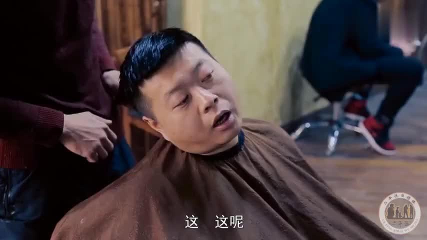 头发很少很少的女生被发型师剪了这款发型后图片