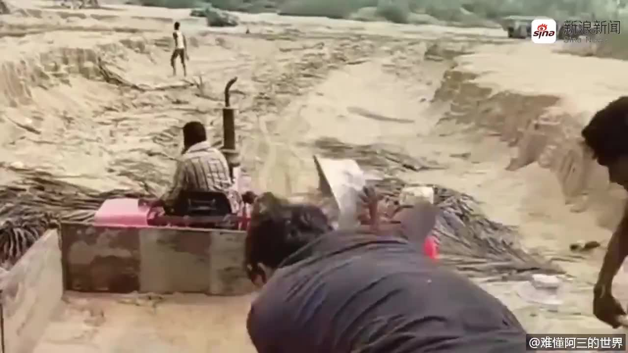 印度男子为亡妻建造1比1像