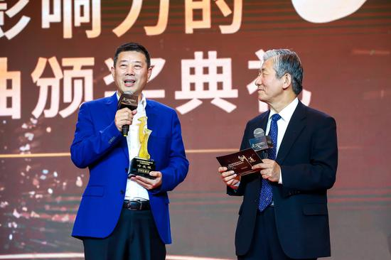 """飞鹤董事长冷友斌荣膺""""2019中国最具影响力的25位企业领袖"""""""