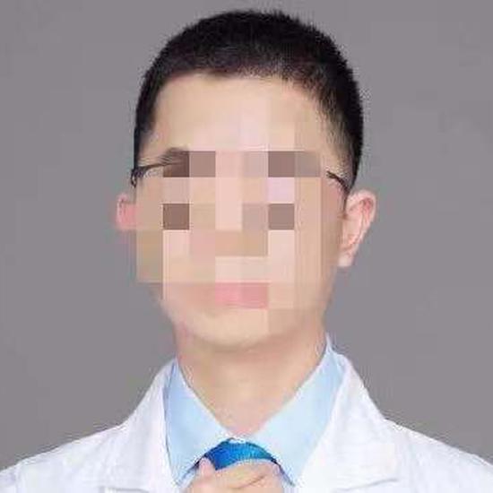 大V医生被曝性骚扰称助理干的 当事女生再发声