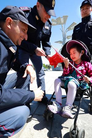 奇闻!意大利警员在北京执勤