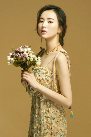 娇俏如花的纯情美女