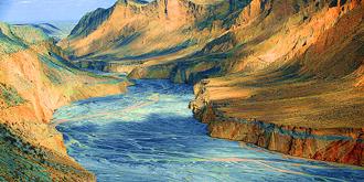 安集海大峡谷宛若现代抽象画