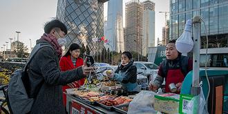 北京CBD街头的早点摊