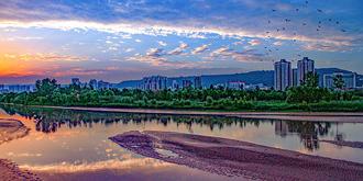霞光里的渭河