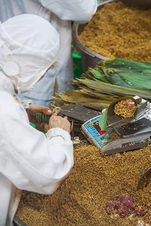探访中国最大的粽子生产基地
