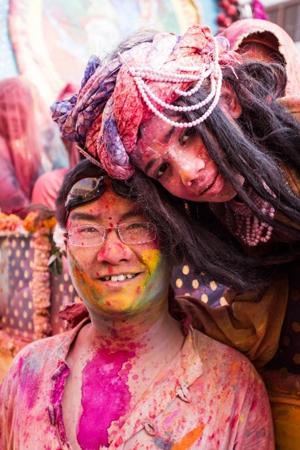 洒红节:印度男人发狂的节日