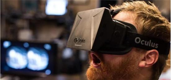 2012年Oculus Rift DK1