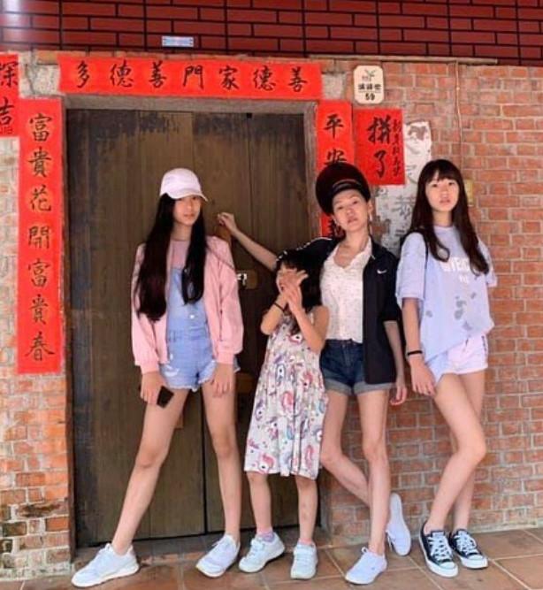 小S与三个女儿