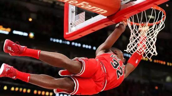时隔452天他终于重返NBA!连着3个赛季报销...