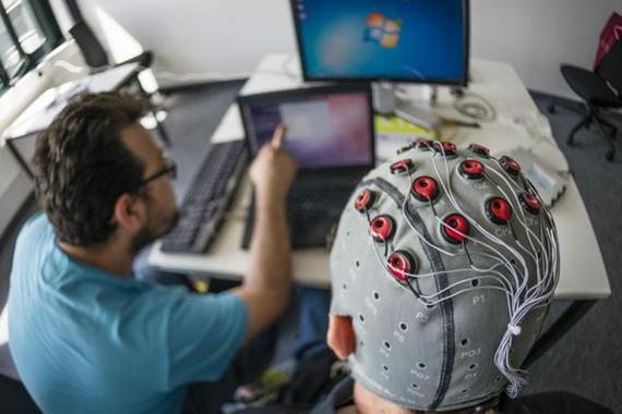 马斯克震撼发布脑机接口 Neuralink无损植入猪脑 下一步植入人脑