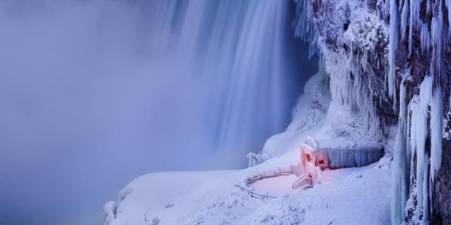 冰雪中的尼亚加拉大瀑布