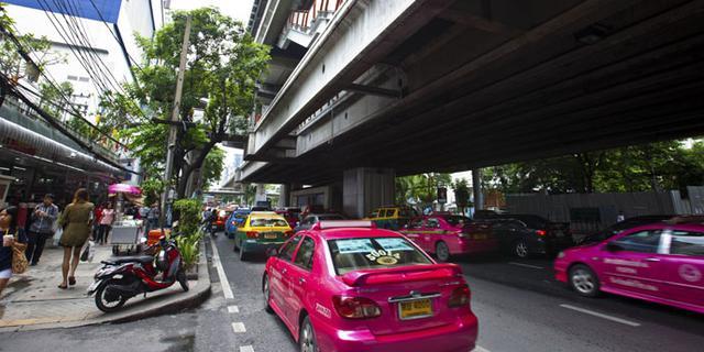 曼谷街头的时尚和旧日风情