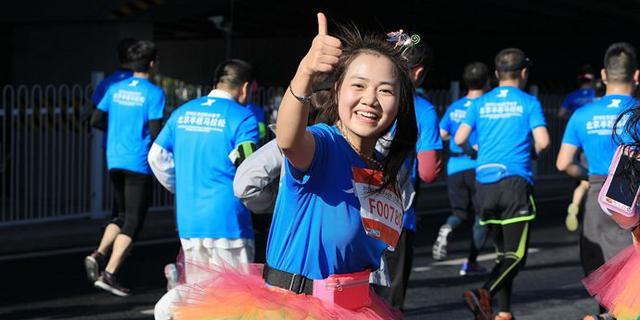 北京半马充满活力的美女