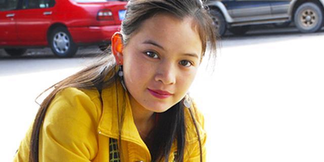 街拍:缅甸美女楚楚动人