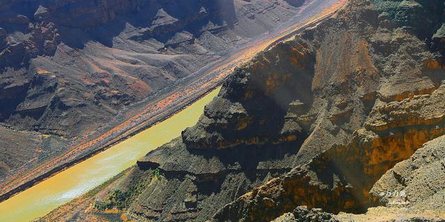 飞越科罗拉多大峡谷