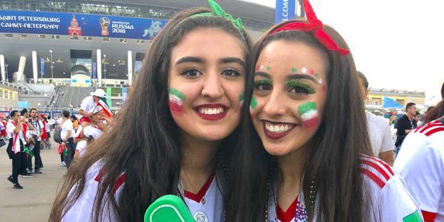 世界杯现场热情似火的球迷