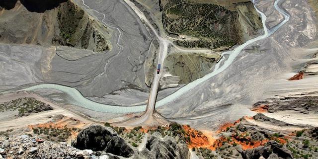 安集海大峡谷的地质奇观