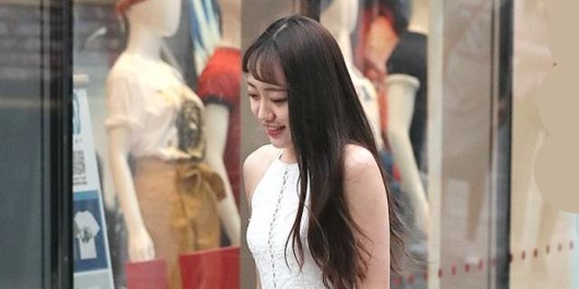 街拍:穿白色仙女裙的美女