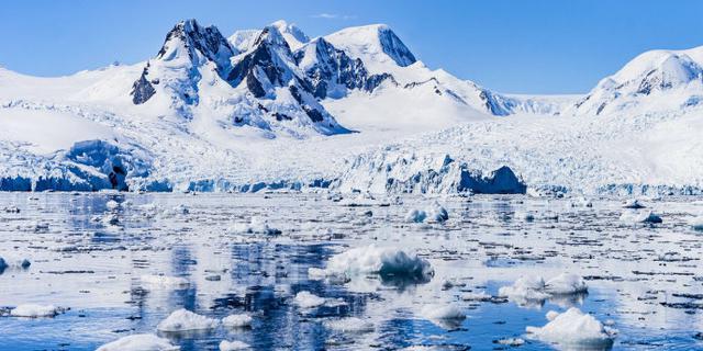 巡航在冰雪的席尔瓦湾
