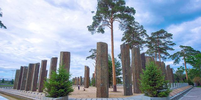 用千年巨石百年大树建成的公园