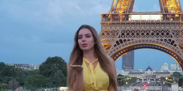 艾佛尔铁塔前千姿百态的美女