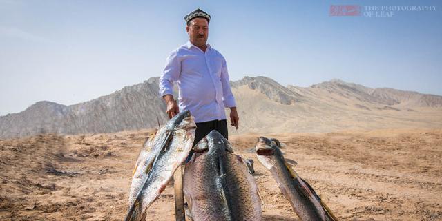 这才是正宗新疆烤鱼