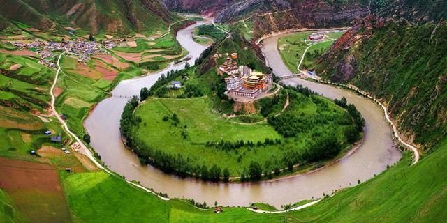 群山环绕与世隔绝的嘎丁寺