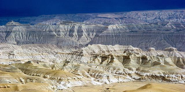 西藏高原上外星球般绝世奇观