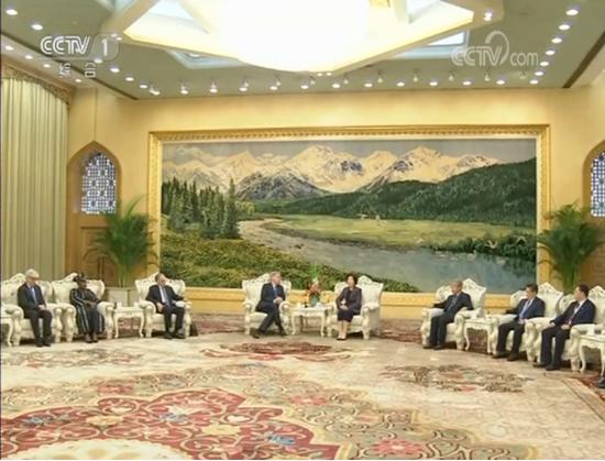 国务院副总理孙春兰会见清华大学公共管理学院学术顾问委员会外方代表
