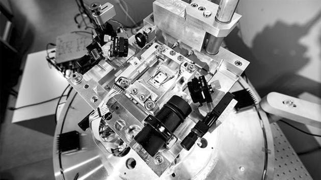这个新的设备证实,LED可冷却其他微小物体。 图片来源:JOSEPH XU