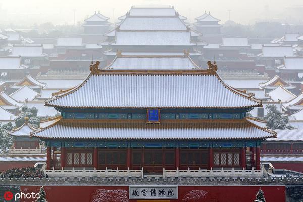 登高景山眺望北京故宫下雪,紫禁城就惊艳了全世界
