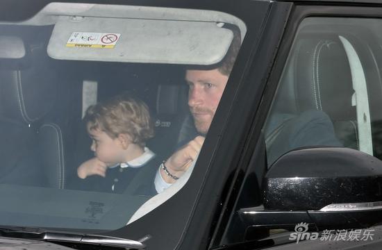 乔治小王子换卷毛发型 参加女王圣诞宴