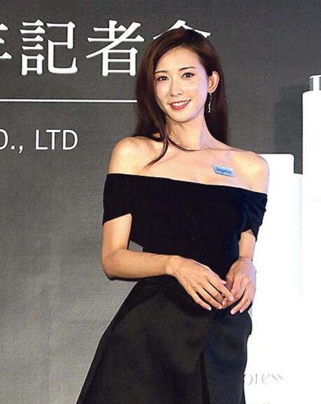 林志玲在台湾出席代言活动,坦言期待当家庭主妇,但苦无时机