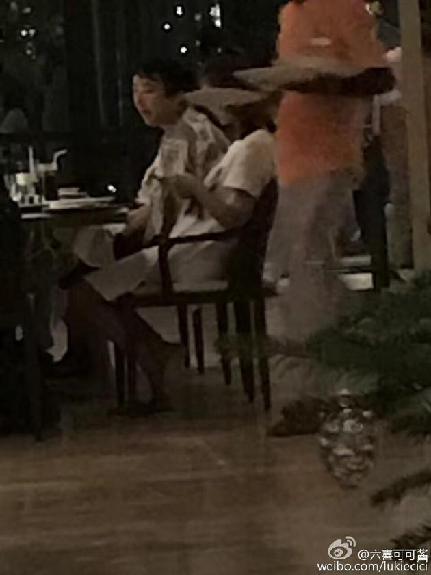 王思聪与神秘女共享晚餐