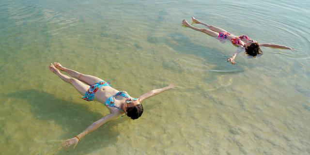 在死海上漂浮