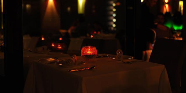 布拉格暗无天日的餐厅