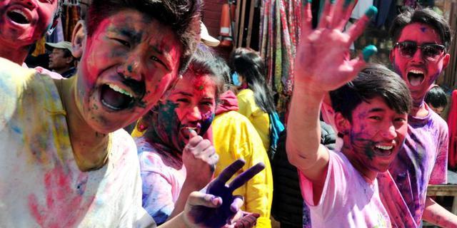 亲历印度疯狂洒红节