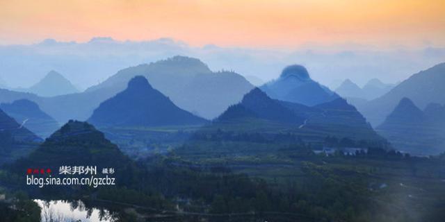梦幻双乳峰石林