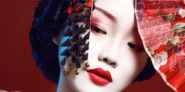 用一支口红打造艺妓妆容