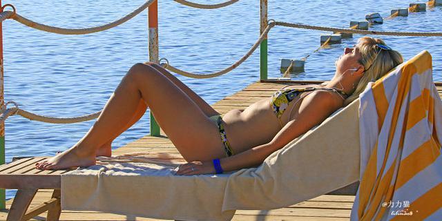 埃及红海滩上的俄罗斯女郎
