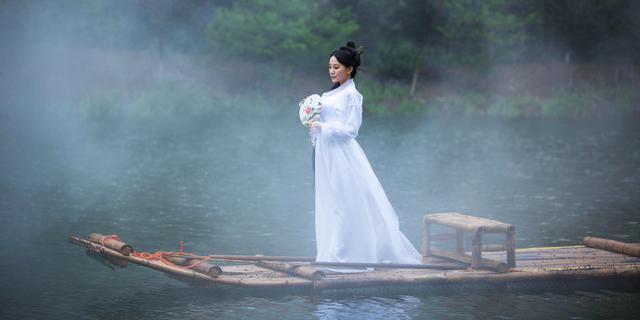 镜湖上一仙女惹骚动