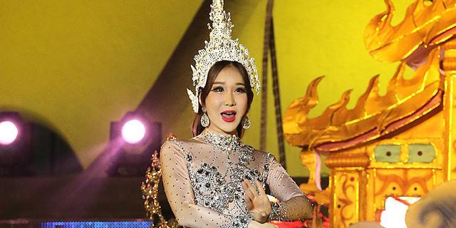 充满海洋气息的泰国人妖表演