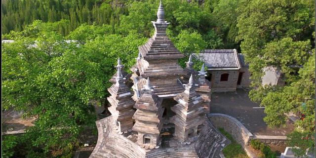 奇怪的九顶塔