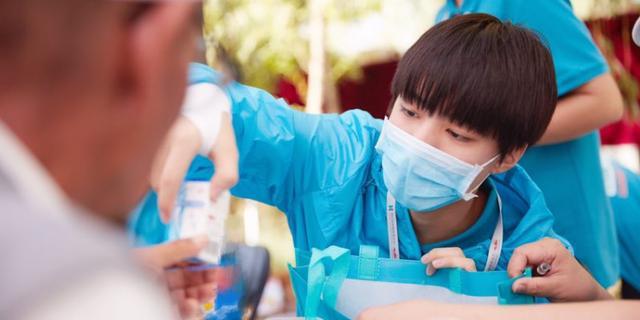 在药房工作的王俊凯